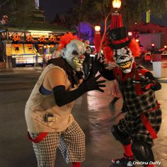 Knott's Scary Farm #Knotts, i would never go in the mazes but the streets seem fun