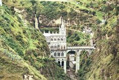 Las Lajas Sanctuary - recommended when traveling from Colombia to Ecuador via bus. Beautiful Castles, Beautiful Buildings, Beautiful Places, Ecuador, Colombian Cities, Religious Architecture, Tower Bridge, The Dreamers, Places To See