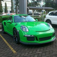 A brand new PTS Viper Green 991 GT3 RS has landed recently at Porsche Centre Jakarta! One of the first PTS RS's in Indonesia. A very clean build for sure. : @ikhsan_iecs | Follow @ptsrs and join the #PTSRS movement for the latest on the newest #painttosample Porsche 991 GT3 RS's and 911 R's.