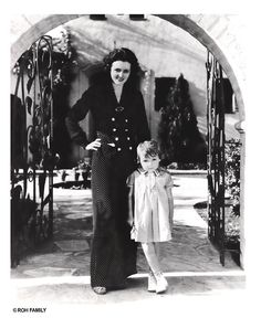 """ Mary Astor with daughter, Marylyn, 1937 "" Submission from ssensing Hollywood Photo, Old Hollywood Glamour, Golden Age Of Hollywood, Classic Hollywood, Hollywood Homes, Adrienne Ames, George Brent, Mary Astor, Mary Pickford"