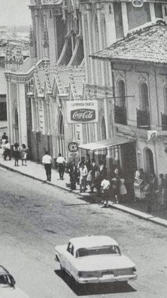 La Movida Chueca #Cali #CaliViejo Puerto Rico History, Cali Colombia, Cuba, Street View, Thesis, Old Photos, Antique Photos, Cities, Fotografia