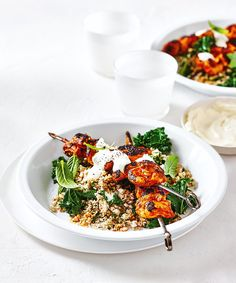 Tandoori Chicken Kebabs with Spiced Cauliflower Couscous. This gorgeous take on a traditional Indian favourite is perfect for a quick and healthy mid week meal or weekend option. Indian Food Recipes, Dog Food Recipes, Chicken Recipes, Cooking Recipes, Ethnic Recipes, Dinner Recipes, Cauliflower Couscous, Spiced Cauliflower, Healthy Chicken Casserole