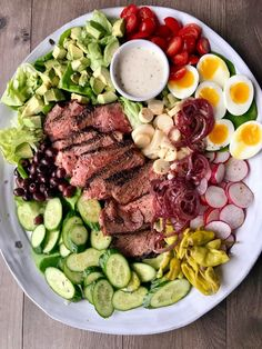 Pepper Steak Salad with Creamy Horseradish Dressing – Inspiration for Everyday Food Made Marvelous Get your fix at home until Perry's Steakhouse & Grille opens! Steak Salat, Clean Eating, Healthy Eating, Tomato Cream Sauces, Cooking Recipes, Healthy Recipes, Vegetarian Cooking, Easy Cooking, Vegetarian Barbecue