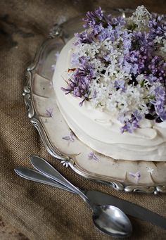 "Edible Flowers... Pavlova With Lilac recipe.  ""Lilacs have a distinct lemony taste, with floral overtones"" ~What's Cooking America~ (1) From: Gronas Kafferiet, please visit"