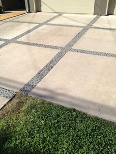 The best ideas for driveways with pavers to improve the attractiveness of your home Driveway g .Best ideas for driveways with pavers to improve the attractiveness of your house driveway garden driveway Modern Driveway, Driveway Paving, Driveway Design, Concrete Driveways, Driveway Landscaping, Driveway Ideas, Carport Ideas, Landscaping Design, Landscaping Plants