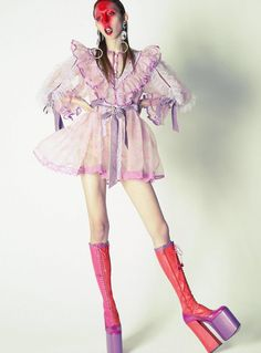 Issa Lish by Mert and Marcus for Vogue UK March 2017 Runway Fashion, High Fashion, Fashion Show, Fashion Outfits, Womens Fashion, Fashion Design, Space Fashion, Vogue Uk, Foto Art