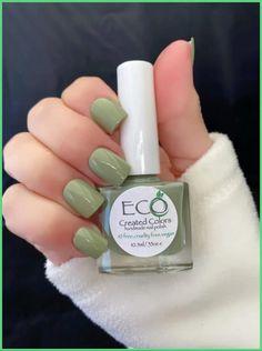Green Nail Polish, Green Nails, Nail Polish Colors, Acrylic Nails Green, One Color Nails, Chipped Nail Polish, Cute Nail Colors, Nail Inspo, Spring Nails