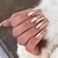 47 Playful Glitter Nails That Shines From Every Angle: Almost everyone loves glitter on their nails. If you're up for some shimmer and glamour, get ready to projectand shine with these glitter nail designs. #Nails #GlitterNails #NailArt Nails Beige, Rose Gold Nails, Gold Coffin Nails, Sparkly Acrylic Nails, Red And Gold Nails, Prom Nails, Long Nails, Cute Nails, Pretty Nails