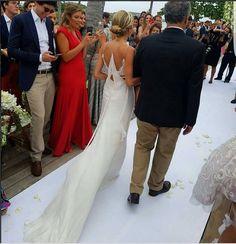 Helena Bordon, caasmento na praia Caribe St. Barth, vestido de noiva.  It Girl, Brazilian Digital Influencer, dress bride