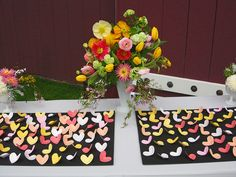 This is how I want my flowers for the wedding....maybe more pink...but I really love these. :)