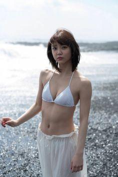 山谷花純さんのビキニ