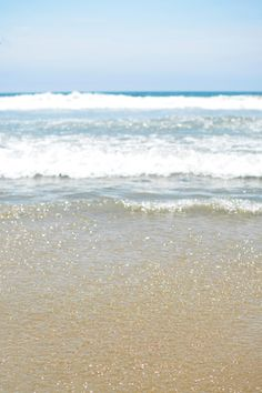 Sparkling sand & blue ocean waters...a typical Santa Monica combo!  My (only) view of the Pacific Ocean - up until now.