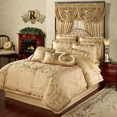 Corsica Gold forter Bedding from Gold Bedding SetGold Bedding Set - With no idea of what is contained in luxury bedding Gold Bedding Sets, Gold Comforter, Bedroom Comforter Sets, Best Bedding Sets, Luxury Bedding Sets, King Comforter, Gold Bedroom, Bedroom Decor, Master Bedroom