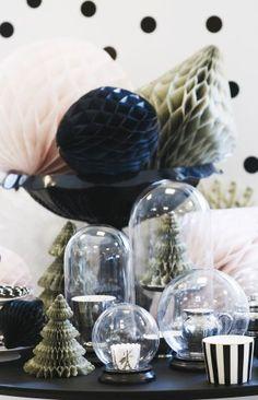 Schön umhüllt sind Lieblingsstücke in den Glaskuppeln von Miss Étoile