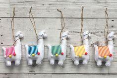 Ambrosial Make a Stuffed Animal Ideas. Fantasting Make a Stuffed Animal Ideas. Felt Diy, Felt Crafts, Diy And Crafts, Arts And Crafts, Felt Fabric, Fabric Dolls, Fabric Art, Felt Patterns, Stuffed Toys Patterns