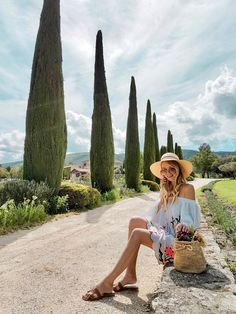 Straw hats and walks | Provence http://www.ohhcouture.com/2017/05/terredelumiere-provence/ #ohhcouture #leoniehanne