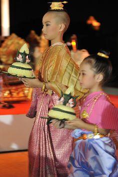Loi Krathong Thai traditional dance