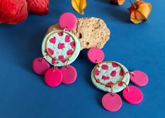 Daphne Turquesa son los pendientes veraniegos de Garre Design. Color Dorado, Enamel, Earrings, Accessories, Etsy, Design, Earrings Handmade, Turquoise, Hand Made