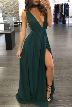 Veja mais no site Straps Prom Dresses, Cute Prom Dresses, V Neck Prom Dresses, Long Prom Gowns, Grad Dresses, Ball Dresses, Evening Dresses, Formal Dresses, Prom Dresses Under 100