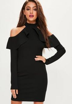 Robe noire à volants épaules dénudées manches longues