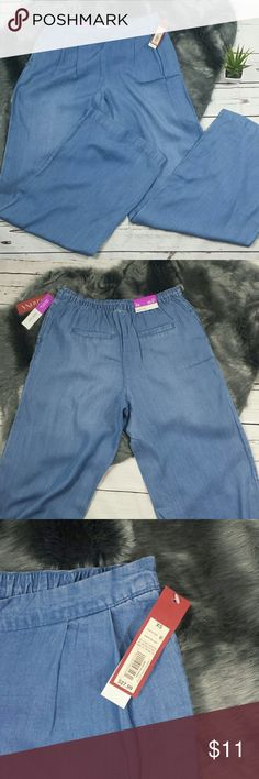 """Merona High Waist Denim Wide Leg Trousers These pants are labeled as an XS but fit like a M. 14"""" waist 10"""" rise 32"""" inseam. Soft light denim feel. Pockets in front. Faux pockets in back.    216 Merona Pants Trousers"""