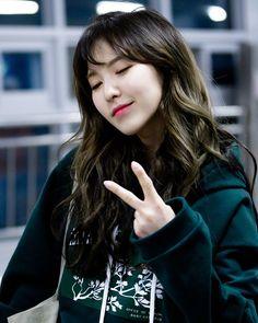 Wendy so cute Seulgi, Neo Soul, South Korean Girls, Korean Girl Groups, Wendy Red Velvet, Korea Fashion, Girl Crushes, Kpop Girls, Olaf