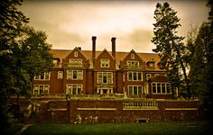 Glensheen Mansion - Duluth, MN: Been there twice and I still can't get over how magical it seems.