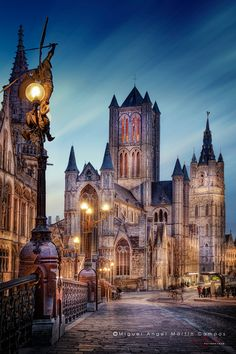 Nightshot of Saint Nicholas Cathedral (Ghent, Belgium) from Saint Michaels´s Bridge