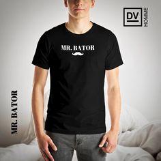 Mr. Bator T-Shirt - Now available at davidventer.net/homme - $32.50 - Shipping Worldwide. #DVHOMME #MrBator #Menswear #Fashion #Tshirt #OnlineShopping #WorldwideShipping #BoldCollection #DavidVenter #👕 #⬛️ #⬜️ Tank Top Shirt, Tank Tops, T Shirt, Embroidered Caps, Fashion Labels, Menswear, Mens Fashion, Shopping, Male Clothing