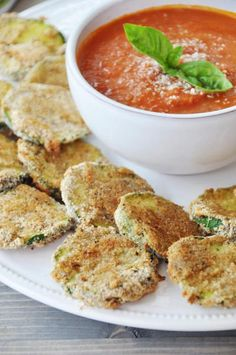 15 Healthy Stoner Snack Recipes - These Vegan Oven Fried Parmesan Zucchini Crisps will slay those Doritos. Stoner Snacks, Stoner Food, Stoner Munchies, Vegan Appetizers, Vegan Snacks, Appetizer Recipes, Vegan Food, Drink Recipes, Food Food