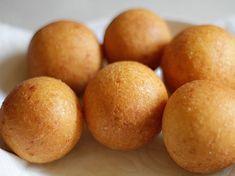 Buñuelos - AntojandoAndo Typical Colombian Food, Colombian Cuisine, Colombian Recipes, My Recipes, Healthy Recipes, Cheat Meal, Food Goals, Empanadas, Fritters