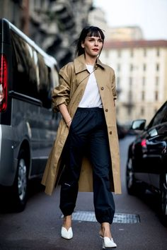 Trenchcoat | Camel | Streetstyle | Outfit | Black & white | More on Fashionchick.nl