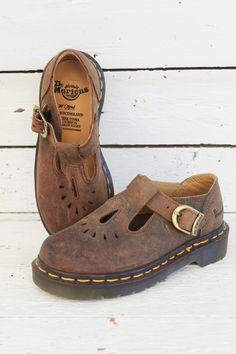 In meerdere maten beschikbaar: dr. Martens vintage kinderschoenen. Helemaal gek op deze docs uit de nineties! www.sugarsugar.nl