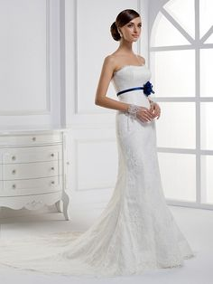 Strapless Trumpet / Mermaid pretty bridal gown