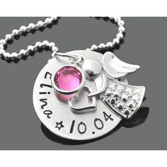 Eine schöne Namenskette komplett aus 925 Sterling Silber mit einem Engel als Anhänger und einem Swarovski Geburtsstein in Ihrer Wunschfarbe. Besonderes Taufgeschenk von GALWANI.