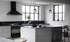VÅRT FÖRSTA HUS - DET FÄRDIGA RESULTATET! VALERIE AFLALO -Köket vi valde är den nya serien System 10 och luckorna Bistro är i färgen Varmgrå,