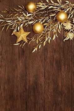 Best Gold Ornaments Stock Photos Pictures & Royalty-Free Images - Stock Photo - Ideas of Stock Photo Photo - Vintage christmas background stock photo Noel Christmas, Christmas Images, Vintage Christmas, Christmas Wreaths, Christmas Decorations, Wallpaper Backgrounds, Iphone Wallpaper, Wallpapers, Vintage Phones