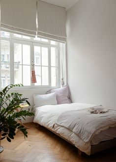 I wish my bedroom had windows like this.