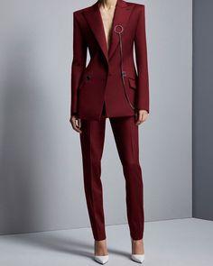 . . . . . #street #suit #style #simple #streetfashion #women #white #womensuit #ilovesuits #womenswear #gentlewomen #womenfashion #fashion #fashionphotography #nicelook #lookbook #suitforwomen #suitfashion #womenstyle #beuty #suitstyle #tildaswinton #suitstreetstyle#スーツ