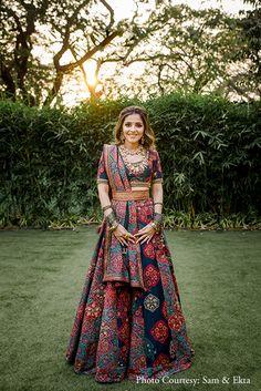 Gorgeous Mumbai Wedding With Bride In Drool-Worthy Outfits! Designer Bridal Lehenga, Indian Bridal Lehenga, Indian Bridal Outfits, Indian Bridal Fashion, Indian Gowns Dresses, Indian Fashion Dresses, Dress Indian Style, Indian Designer Outfits, Indian Designers