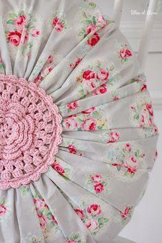Crochet Patterns Pillow Pillow – Round Roses – Pillow – a unique product by bleuetrose on DaWanda Crochet Cushions, Sewing Pillows, Crochet Pillow, Diy Pillows, Crochet Home, Love Crochet, Fabric Crafts, Sewing Crafts, Crochet Projects