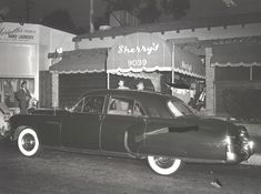 July Mobster Mickey Cohen 's car outside Sherry's on Sunset Boulevard . Vintage Hollywood, In Hollywood, Mickey Cohen, La Confidential, Classic Hot Rod, Al Capone, Sunset Strip, White Heat, S Car