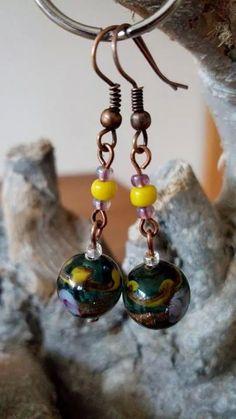 Koperen oorbellen met groene glaskralen