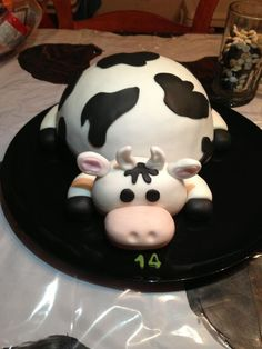 Fat Cow Cake -another pinner said- I used the doll dress mold cake pan for the body. The head and legs are made of fondant. Fat Cow, Cow Cakes, Cake Central, Fancy Cakes, Cake Mold, Cake Creations, Cake Pans, Cake Smash, No Bake Desserts