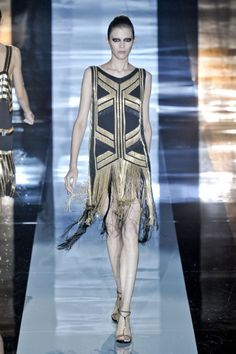 Gorgeous Gucci Art Deco dress via Fashionising Arte Art Deco, Moda Art Deco, Estilo Art Deco, Inspiration Drawing, Inspiration Mode, Style Année 20, 1920s Style, Gatsby Style, 1920s Glamour