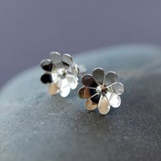 Hey, I found this really awesome Etsy listing at https://www.etsy.com/uk/listing/91667528/chamomile-flower-studs-sterling-silver