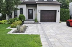 Trendy landscaping ideas driveway grass Ideas - front yard ideas no grass Front Garden Ideas Driveway, Front Yard Walkway, Driveway Design, Driveway Landscaping, Modern Landscaping, Landscaping Ideas, Acreage Landscaping, Front Door Landscaping, Driveway Pavers