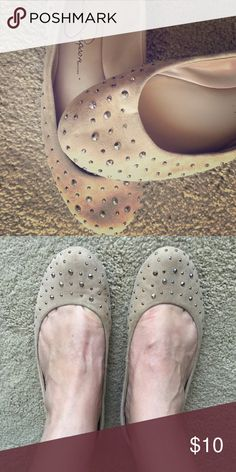 Tan, suede Jessica Simpson flats Beautiful ballet flats with sparkly crystals by Jessica Simpson size Jessica Simpson Shoes Flats & Loafers Jessica Simpson Flats, Loafer Flats, Loafers, Ballet Beautiful, Fashion Tips, Fashion Design, Fashion Trends, Ballet Flats, Crystals