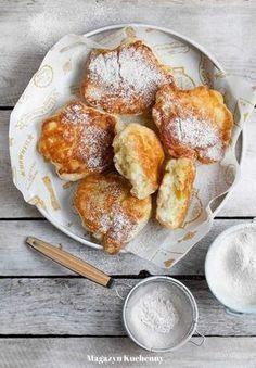 Racuchy budyniowe przepis. Puszyste racuszki z jabłkami. Przepis na racuchy budyniowe z jabłkami. Drożdżowe racuchy z jabłkami i budyniem. Breakfast For Kids, Breakfast Recipes, Dessert Recipes, I Love Food, Good Food, Happy Foods, Pancakes And Waffles, Food Videos, Food To Make