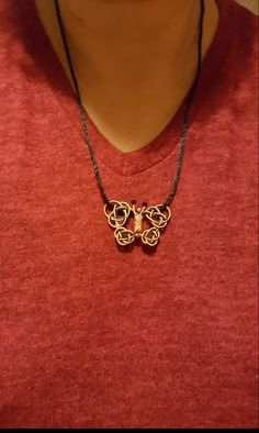 Kazaziye kelebek kolye tasarımım Diy Jewelry, Jewelry Design, Chinese Crafts, Paracord, Heavy Metal, Celtic, Knots, Weaving, Pendants